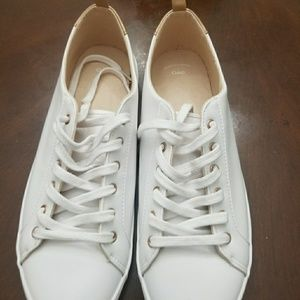 Gap tennis shoes